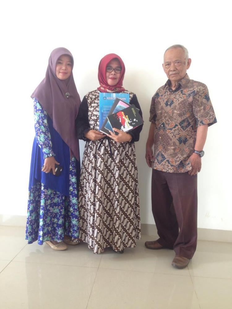 (Sekilas Alumnus MPBI) Susi Syahdiana, M.Pd, Menantikan Buku Antologi Puisi