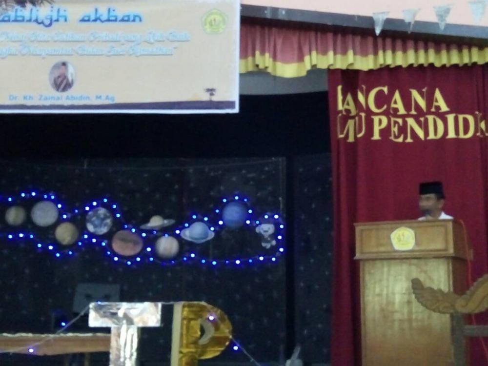 Tabligh akbar FKIP Luar biasa Dr Kh Zainal Abidin Mag