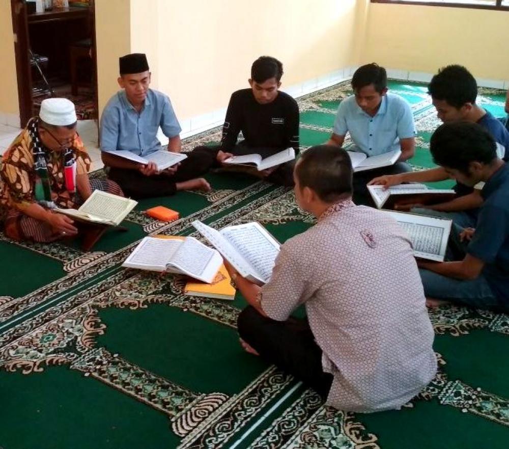 Tadarus Bersama di Mesjid Baiturahman (Universitas Suryakancana)