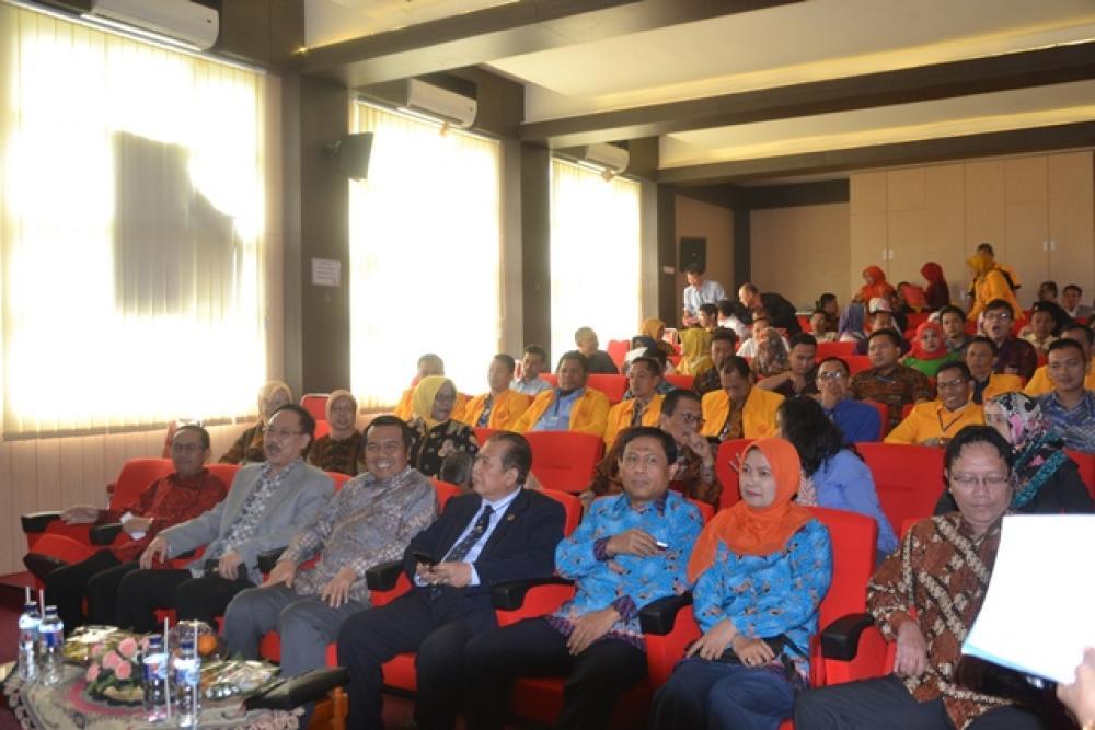 "Seminar Nasional Universitas Suryakancana ""Penegakan Keadilan Melalui Putusan Pengadilan yang Jujur,Bersih Dan Berwibawa """